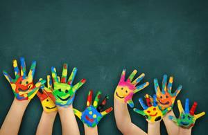 Monatsgedicht Kindergedichte - bunte Kinderhände